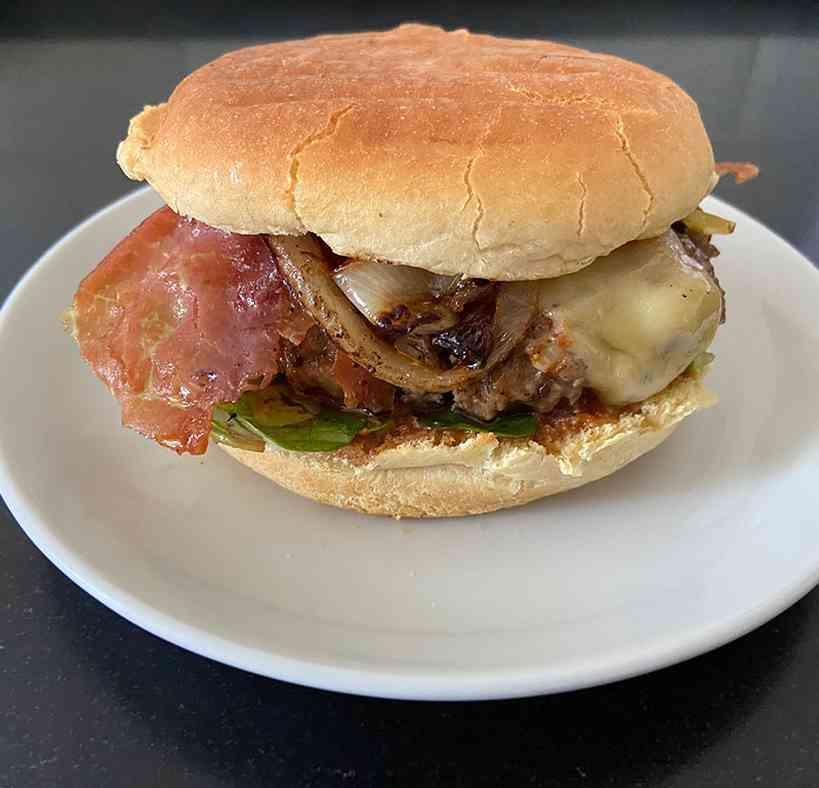 Huisgemaakte broodje hamburger