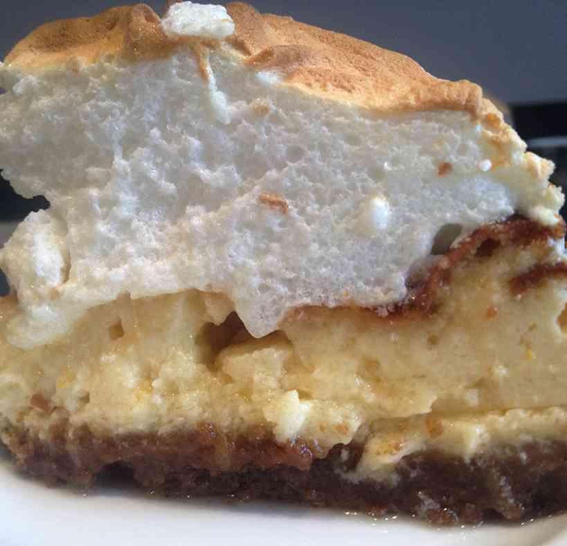 Meringue lemon cheesecake